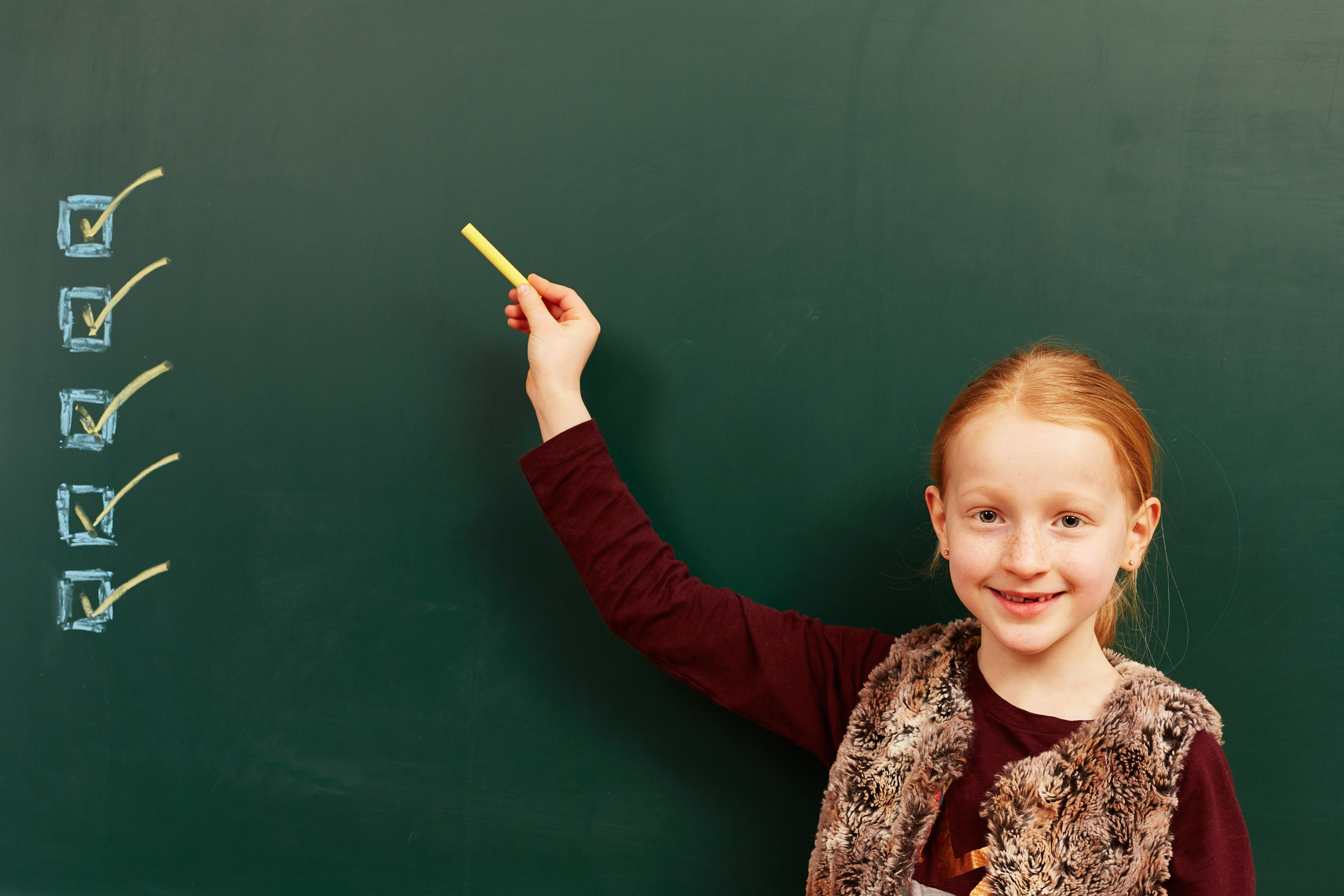 girl pointing to checkboxes on chalkboard for how to qualify a lead